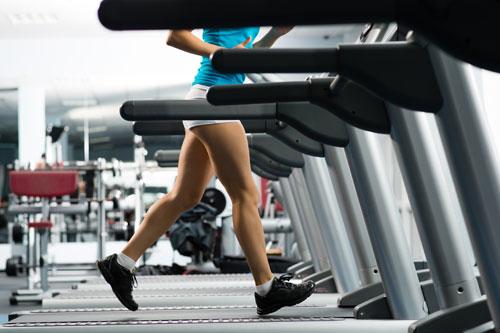 Свободные веса или тренажеры