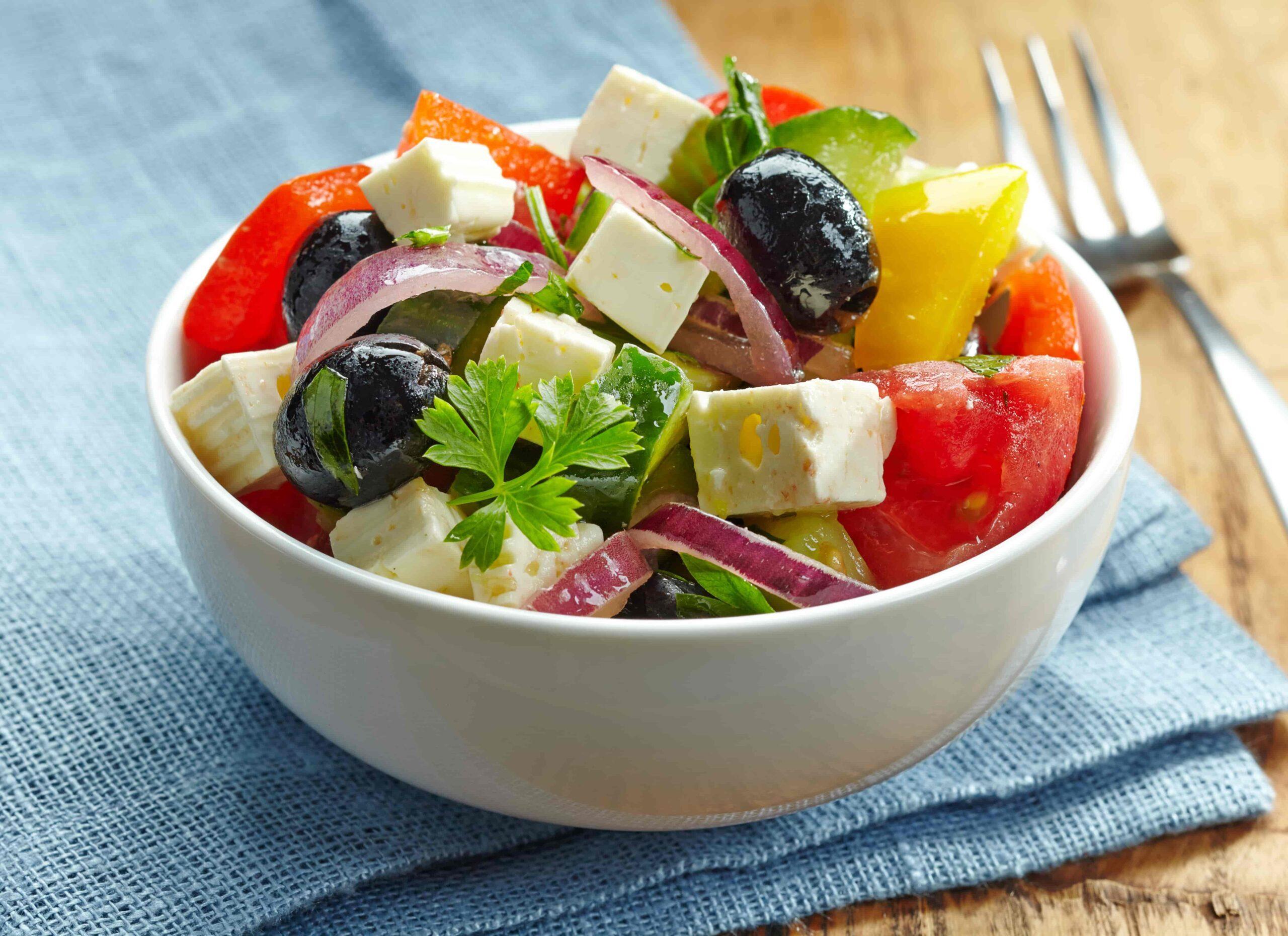 homemade-greek-salad-pkpew4g-min-2522903