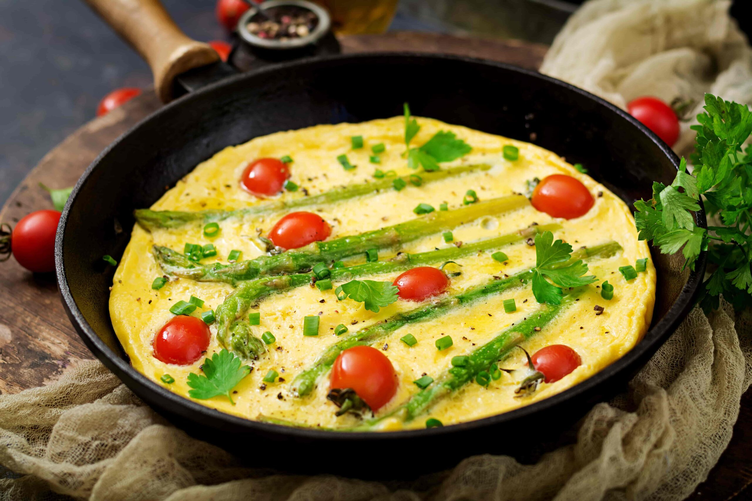 omelette-omelet-with-tomatoes-asparagus-and-green-pqn2d87-min-2492381